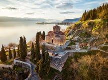 Kyrka av St John teologen - på Kaneo, Ohrid, Makedonien arkivfoto