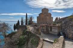 Kyrka av St John teologen - på Kaneo, Ohrid, Makedonien royaltyfri foto