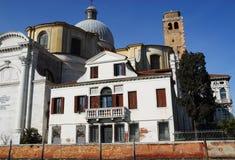 Kyrka av St Lucia från Grand Canal i Venedig i Italien Arkivbild