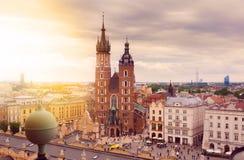Kyrka av St Mary i den huvudsakliga marknadsfyrkanten krakow Royaltyfri Foto