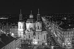 Kyrka av St Nicholas i gammal stadfyrkant i Prague Royaltyfria Foton