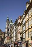 Kyrka av St Nicholas i mindre - stad Mala Strana Prague för republiktown för cesky tjeckisk krumlov medeltida gammal sikt Arkivfoto