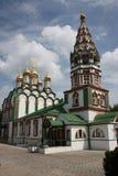 Kyrka av St. Nicholas med ett klockatorn Royaltyfria Bilder