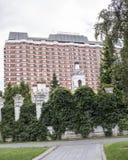 Kyrka av St Nicholas och presidenthotellet i den 1st gränden Arkivfoton