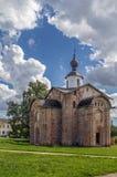 Kyrka av St Parasceva Fredagen på marknadsplatsen, ingen Veliky Royaltyfri Foto