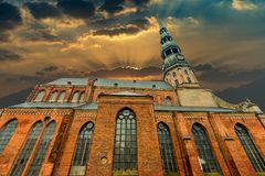 Kyrka av St Peter i gamla Riga Arkivfoton