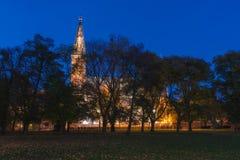 Kyrka av St Peter och St Paul på natten, Vysehrad, Prague, Tjeckien Arkivbild