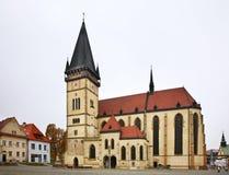 Kyrka av Sv Aegidius på stadshusfyrkant i Bardejov slovakia royaltyfri fotografi