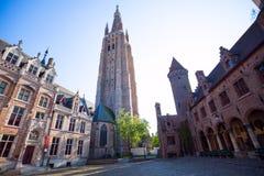 Kyrka av vår dam Bruges underifrån, Belgien Arkivbilder