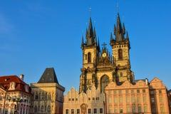 Kyrka av vår dam för TÃ-½ n, en gotisk kyrka och ett framträdande särdrag av den gamla staden av Prague Royaltyfria Foton