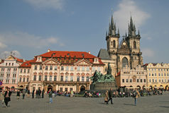 Kyrka av vår dam för Tyn på den gamla stadfyrkanten, Prague, Tjeckien arkivfoto