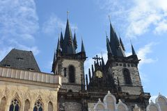 Kyrka av vår dam för Tyn på Prague, gammal stadfyrkant Royaltyfri Bild