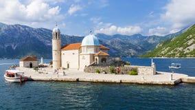 Kyrka av vår dam på reverna i Montenegro arkivfoton