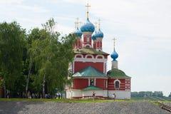 Kyrka för Dimitrii ` s på blodslut upp i den molniga Juni eftermiddagen guld- cirkel russia Uglich Ryssland Royaltyfri Bild