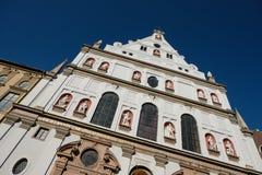 Kyrka för fasadSt Michael katolsk jesuits i Munich Bayern arkivbilder