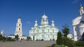 Kyrka för helig Treenighet i Diveyevo royaltyfria bilder