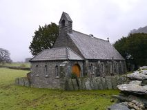 Kyrka för helig Treenighet, lantgård, Borrowdale Fotografering för Bildbyråer