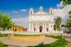 Kyrka för huvudsaklig fyrkant, Suchitoto stad i El Salvador Royaltyfria Bilder