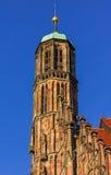 Kyrka för Nuremberg (Nuernberg), Tyskland detaljöverkant av vår dam Fotografering för Bildbyråer