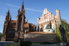 Kyrka för St Anne ` s och kyrka av Bernardine Monastery i Vilnius Arkivfoton