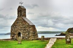 Kyrka för St. Brynachs, Cwm-år-Eglwys, Wales. Royaltyfri Fotografi