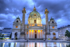Kyrka för St Charles ` s på Karlsplatz i Wien, Österrike, HDR arkivfoto