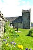 kyrka för st Illtyds i Brynithel i Wales, UK Arkivfoto