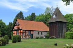 Kyrka för St Magdalenen i Undeloh, Lueneburg hed, Tyskland royaltyfri fotografi