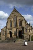 Kyrka för St Patricks och gator av Coatbridge, norr Lanarkshire, UK, 08 08 2015 Royaltyfria Bilder