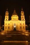 Kyrka för St. Stephen i Budapest på natten Royaltyfria Bilder