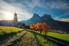 Kyrka för St Valentin, Castelrotto Kastelruth, Alto Adige eller södra Royaltyfri Fotografi