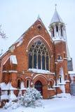 Kyrka Harborne för St Mary ` s i vintersnö Royaltyfri Bild