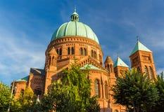 kyrka Helgon-Pierre-le-Jeune i Strasbourg - Frankrike Royaltyfria Foton