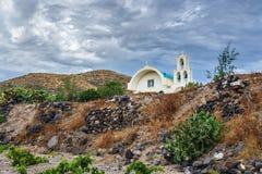 Kyrka i Akrotiri på den Santorini ön royaltyfri bild