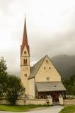 Kyrka i berg, Tirol, Österrike Royaltyfri Fotografi