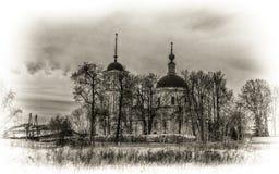 Kyrka i byn av Voskresenskoe Arkivbild