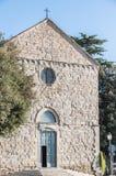 Kyrka i den Cortona staden royaltyfria bilder