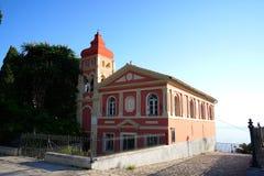 kyrka i den Korfu staden som är lokaliserat närgränsande till den Spianada fyrkanten arkivbild