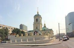 Kyrka i den Preobrazenskaya fyrkanten i Moskva Arkivfoto