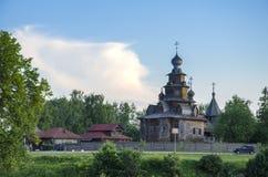 Kyrka i det Suzdal museet av träarkitektur Arkivfoto