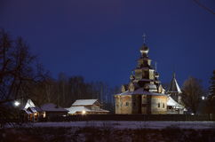 Kyrka i det Suzdal museet av träarkitektur arkivbilder