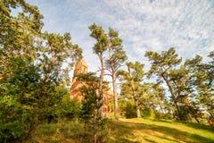 Kyrka i en skog royaltyfria foton