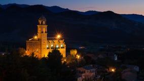 Kyrka i ett korsikanskt landskap vid natt Royaltyfria Bilder