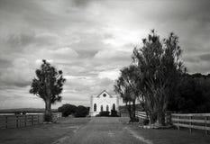 Kyrka i ett landskap Arkivbild