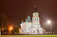 Kyrka i ljuset av aftonlyktor Kyrka I för St Ilyinskaya Royaltyfria Foton