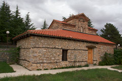 Kyrka i Makedonien på sjön Ohrid Fotografering för Bildbyråer