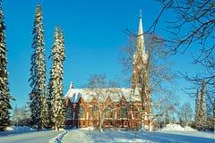 Kyrka i Mikkeli i vinter royaltyfria foton
