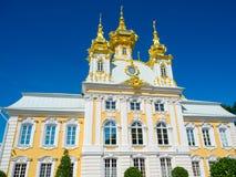 Kyrka i Peterhof Fotografering för Bildbyråer
