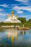 Kyrka i Peterhof, St Petersburg Arkivbilder