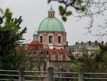 Kyrka i Prague den gamla staden arkivbild